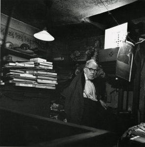Josef Sudek dans son laboratoire