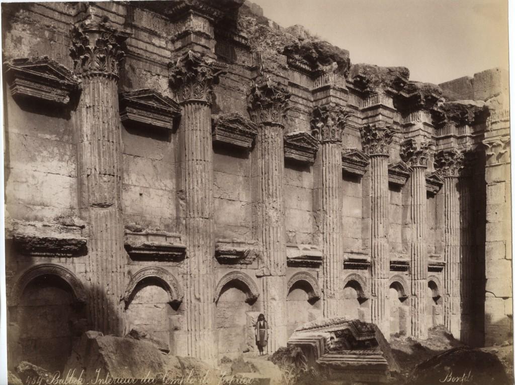 Bonfils, un photographe en Orient -Baalbeck Intérieur du temple de Jupiter