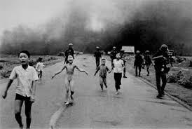 Une photographie engagée : « Jeune fille fuyant le village de Trang-Bang » le 8 juin 1972.